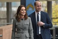EN IMAGES. Kate Middleton succombe à son tour au manteau à carreaux