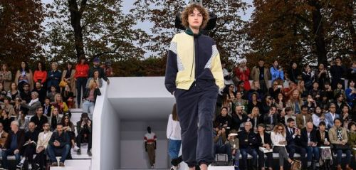 Fashion Week:  Lacoste réhabilite le survêtement de racaille