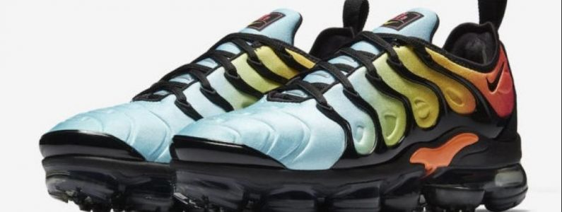 "Nike Air VaporMax Plus:  On connaît la date de sortie des versions ""Photo Blue"" et ""Bleached Aqua"""