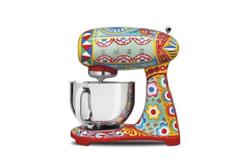 Surprenante collaboration:  Dolce & Gabbana x SMEG