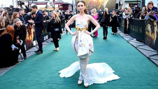 """Emily in Paris"" : 5 choses que vous ignoriez sur Lily Collins, la nouvelle Carrie Bradshaw"