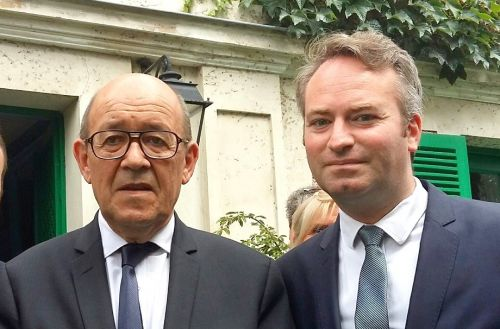 Remaniement:  le duo Le Drian/Lemoyne reste aux commandes du tourisme