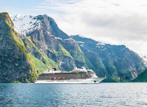 Norvège:  le Viking Sky regagne un port refuge