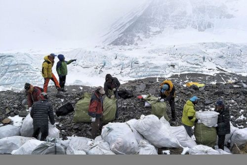 Everest: la Chine interdit aux touristes son camp de base au Tibet
